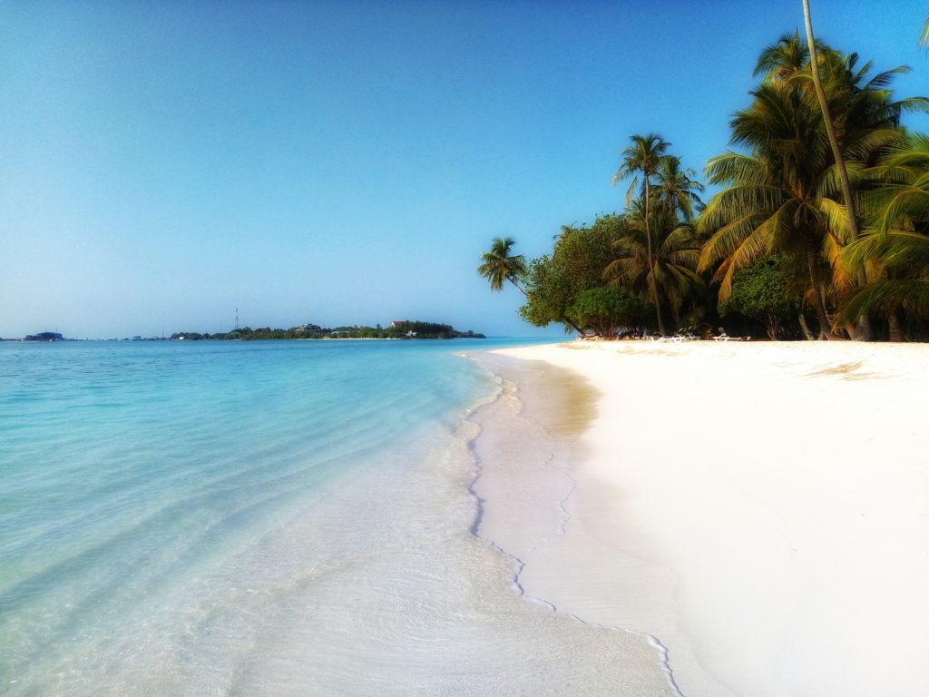 Beach-sea-Maldives-Sirimiri