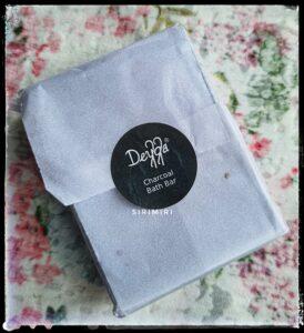 Deyga_charcoal_soap_review_sirimiri